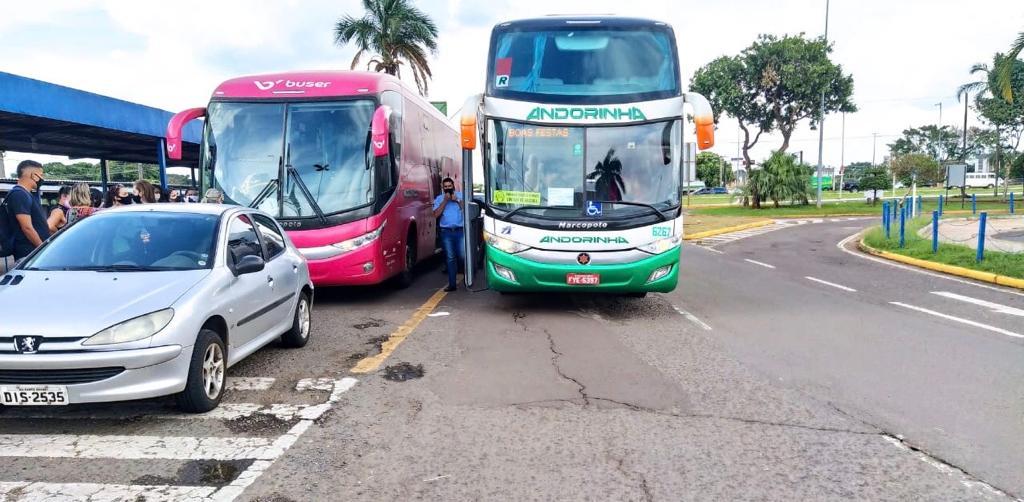 Õnibus da Andorinha foi acionado para fazer o transporte dos passageiros e seguir viagem