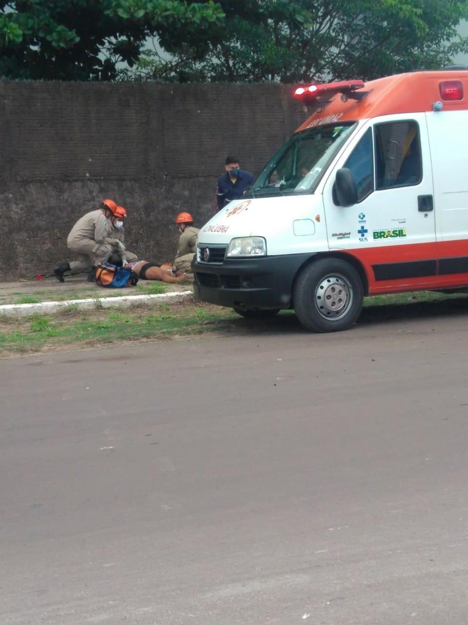 Corpo de Bombeiros socorreu casal e os filhos e todos foram levados ao Pronto Socorro