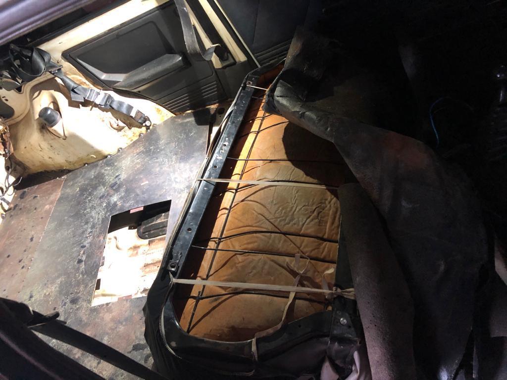 Foi encontrado um veículo com compartimento oculto para transporte de drogas