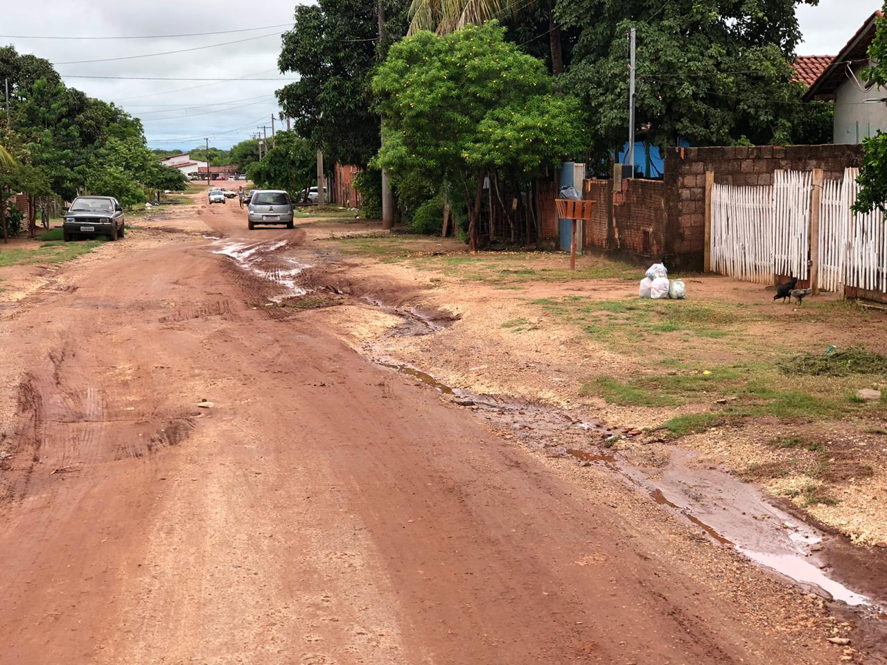 Moradores do Ceac sofrem com esgoto a céu aberto e buracos que impedem o tráfego de veículos