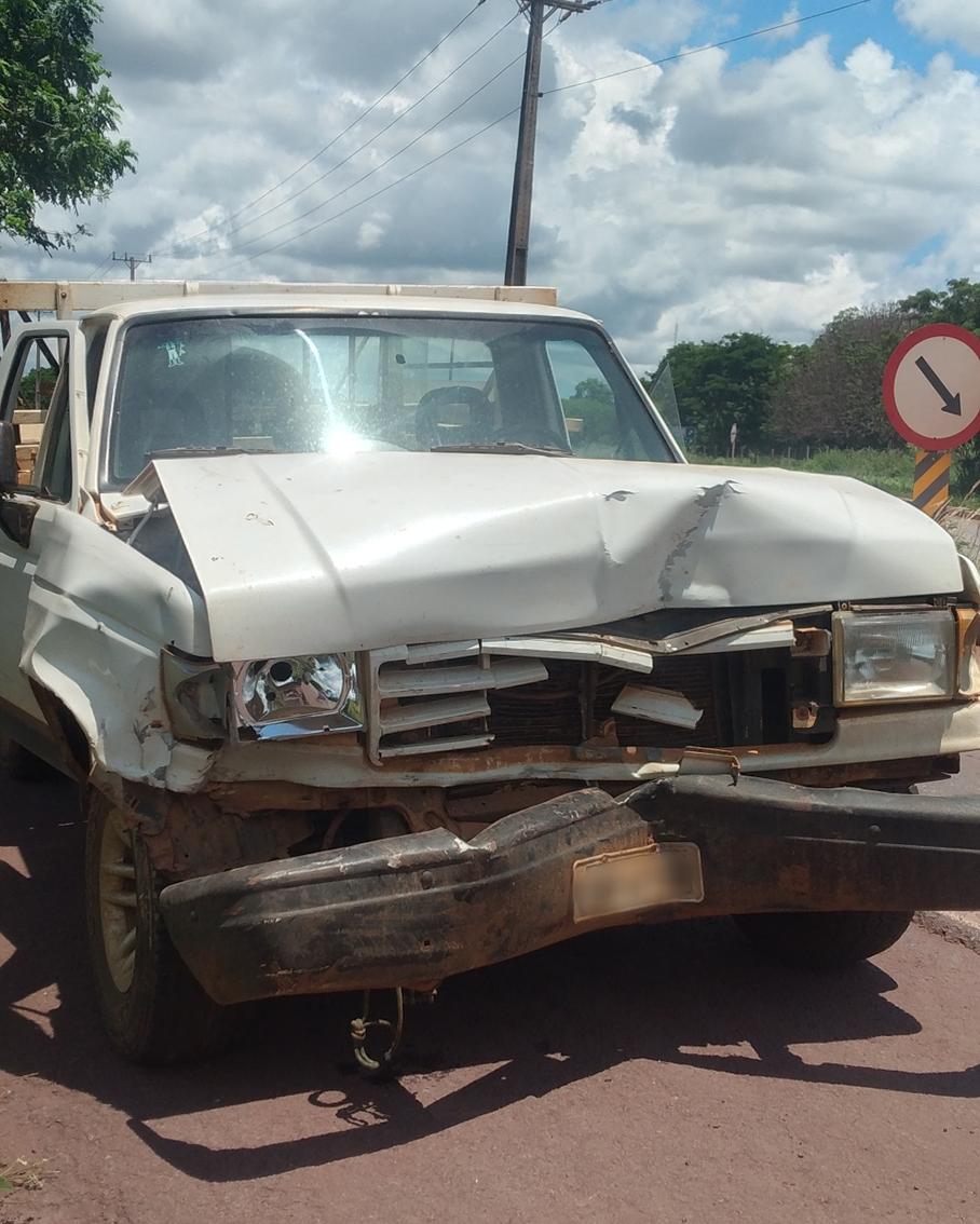 Jovem foi atingido por este veículo que estava sendo rebocado pela Hylux