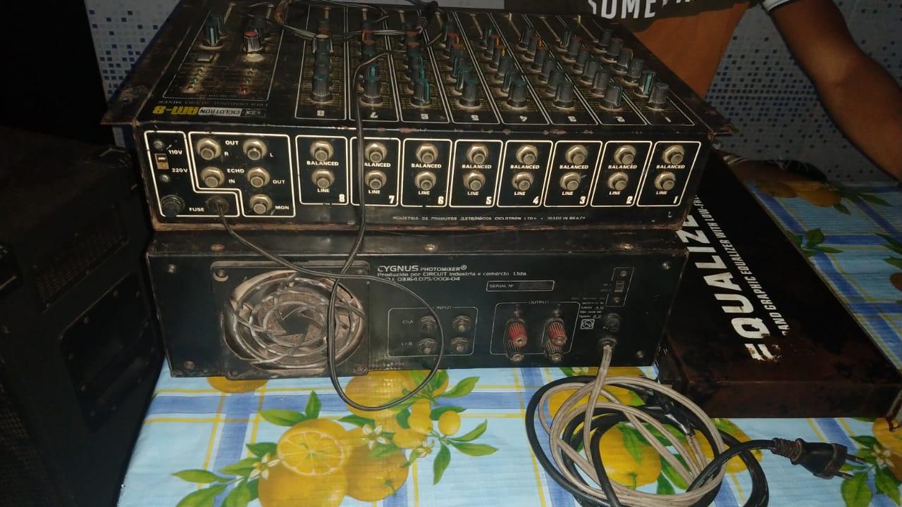 O equipamento de som usado na festa foi apreendido