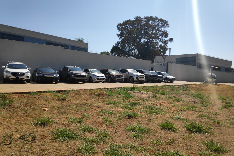 Nove veículos avaliados em quase um milhão de reais foram apreendidos na operação de hoje.