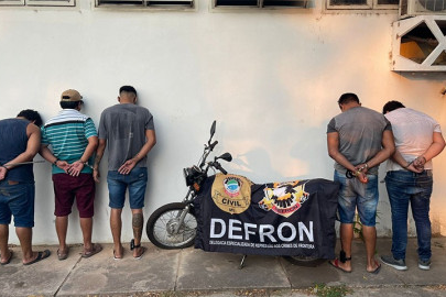 Envolvidos foram presos em flagrante por tráfico de Drogas.